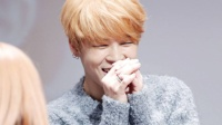 'Đổ gục' với loạt ảnh về thói quen khi cười của Jimin (BTS)