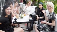 HLV The Face Mỹ Coco Rocha khoe ảnh thân thiết cùng Chi Pu, Gil Lê, Diễm My trên Instagram