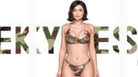 Kylie Jenner lại khiến chị em 'điên đảo' vì tung bộ sưu tập bikini siêu chất hè này