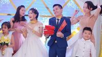 Đám cưới tiền tỷ của con cưng đại gia Nghệ An: Quà cưới là xế khủng, biệt thự, vàng đeo 'trẹo' cổ