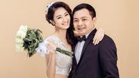 Chủ tịch CLB Thanh Hóa và Hoa hậu Thu Ngân khoe con trai đầu lòng