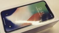 Video 'đập hộp' iPhone X đầu tiên trên thế giới: Đẹp quá Apple ơi!