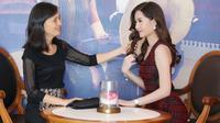 Mẹ tân Hoa hậu Đại Dương: 'Con gái tôi vẫn độc thân, không hề có bạn trai giàu có'