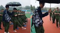 Chỉ với 15 giây, soái ca khiến các cô gái 'đổ gục' vì cầm ô che mưa cho bạn gái tập quân sự!