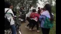 Cảnh cáo, hạ hạnh kiểm 3 nữ sinh đánh hội đồng bạn ở Nghệ An