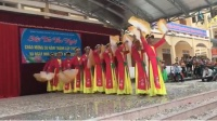 Nam sinh Nghệ An 'cực phẩm': Mặc áo tứ thân, múa quạt cực dẻo gây sốt cộng đồng mạng