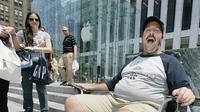 Đây là người đầu tiên trên thế giới mua iPhone, câu chuyện đằng sau sẽ khiến bạn chẳng thể nhịn cười