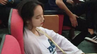Bức ảnh nữ sinh NEU chứng minh 'chân lý': Đã xinh thì ngủ gật cũng xinh
