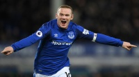 Tung siêu phẩm 64 mét, Rooney lập hat-trick sau 6 năm