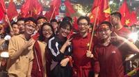 Phó Thủ tướng Vũ Đức Đam xuống phố cùng hàng triệu người mừng chiến thắng của U23 Việt Nam