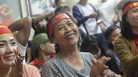 Rất đông người dân ra đón U23 Việt Nam, vì sao gia đình cầu thủ xứ Nghệ lại quyết định ở nhà?
