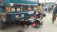 2 vợ chồng bị cuốn vào gầm xe ben, tử vong tại chỗ