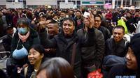 Dân Trung Quốc bắt đầu cuộc 'đại di cư' về quê ăn Tết: Hàng triệu người chen chúc ở nhà ga, bến xe