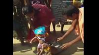 Hủ tục kỳ lạ: Bắt các bé gái tổ chức lễ cưới với… một chú chó