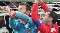 Cận cảnh pha 'chào nhé răng đi hàm ở lại' của sao Atletico