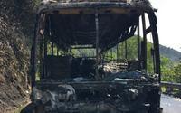 Xe khách bốc cháy trên đèo ngày 30 Tết, hàng chục du khách hoảng loạn