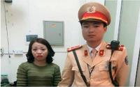 Đội CSGT Hà Nội giúp bé gái đi lạc tìm mẹ trong ngày đầu năm mới