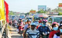 Hàng vạn xe lên Sài Gòn, trạm cầu Rạch Miễu tạm ngưng thu phí