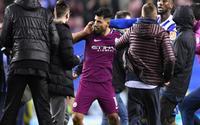 Aguero tức giận khi bị fan khiêu khích sau trận thua của Man City