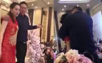 Say xỉn, bố chú rể cưỡng hôn cô dâu ngay tại lễ cưới khiến quan khách choáng váng