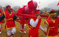 Tiết lộ bất ngờ về lễ hội độc đáo 'rước của quý' dài 1m, nặng tới 60kg