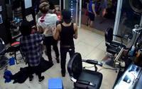 Xôn xao clip đối tượng xăm trổ nghi nổ súng tại quán cắt tóc khiến nam nhân viên bị thương