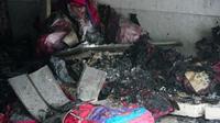 Cảnh sát phá cửa giải cứu 3 người mắc kẹt trong đám cháy dữ dội ở tiệm túi xách