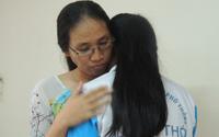 Cô giáo bị nữ sinh bật khóc 'tố' 3 tháng không giảng bài đối thoại và ôm học trò hòa giải