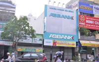 Nóng: Hai đối tượng dùng súng cướp ngân hàng ở Sài Gòn