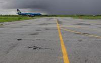 Vì sao nhiều tàu bay bị cắt lốp ở Nội Bài, Tân Sơn Nhất?