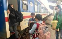 Nhân viên đường sắt trả lại 37 triệu đồng khách để quên trên tàu