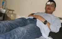 Một bác sĩ và thực tập sinh bị người nhà bệnh nhân lao vào hành hung
