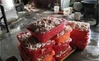 Kinh hãi cảnh trong xưởng chế biến 2 tấn chân gà siêu bẩn, chứa chất phụ gia ở Trung Quốc