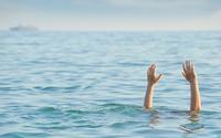 Tìm thấy thi thể 2 nữ sinh 16 tuổi bị sóng cuốn khi đi chơi dọc bãi biển
