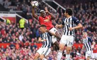 Pogba lãnh đủ 'gạch đá' vì tái hiện pha bóng 'bàn tay của Chúa'