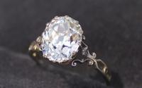 Mất 10 phút tìm ra nhẫn kim cương trong 4 tấn rác