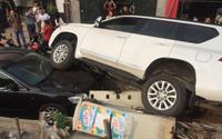 Tai nạn hi hữu: Tài xế ô tô lên dốc không kịp đánh lái đè bẹp đầu xe Camry