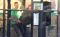 Hầu tòa vì 'yêu đương cuồng nhiệt' ngay trạm xe buýt