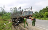 Xe tải lao dốc kéo lê người đàn ông xuống mương nước tử vong thương tâm