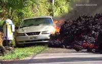 Cận cảnh dung nham núi lửa 'bò' ra đường, 'nuốt chửng' xe hơi và hàng chục ngôi nhà ở Hawaii