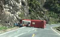 Lật xe khách kinh hoàng trên đèo Đà Lạt - Nha Trang, 17 người thương vong