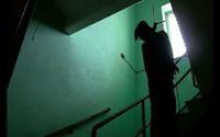 Vỡ nợ vì cờ bạc, người đàn ông treo cổ tự tử tại nhà riêng