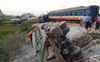 Tai nạn đường sắt kinh hoàng, 2 lái tàu tử vong mắc kẹt trong khoang lái, 10 người bị thương