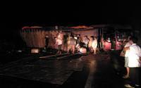 Ô tô khách chở 30 người đâm vào vách núi trong đêm