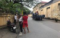 Xe tải cuốn xe máy chở cả gia đình vào gầm, người phụ nữ mang thai sinh con tại hiện trường rồi tử vong