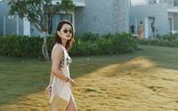 """MC Quỳnh Chi diện bikini, chia sẻ kinh nghiệm cho vòng eo 56 """"đốt cháy"""" biển Hội An"""