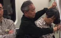 Xúc động hình ảnh cụ ông ghì chặt tay làm điểm tựa khi cụ bà ngủ gật trên tàu điện ngầm