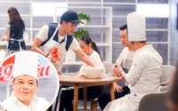 Đầu bếp từng nấu ăn cho Angelina Jolie thích thú chấm điểm cao cho 'gia đình phép thuật' Song Giang