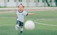 'Thiên thần nhí đội tuyển Đức' trên sân bóng đang khiến cộng đồng mạng… chao đảo