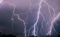 12 người dân bị sét đánh khi đang trú mưa giữa đồng